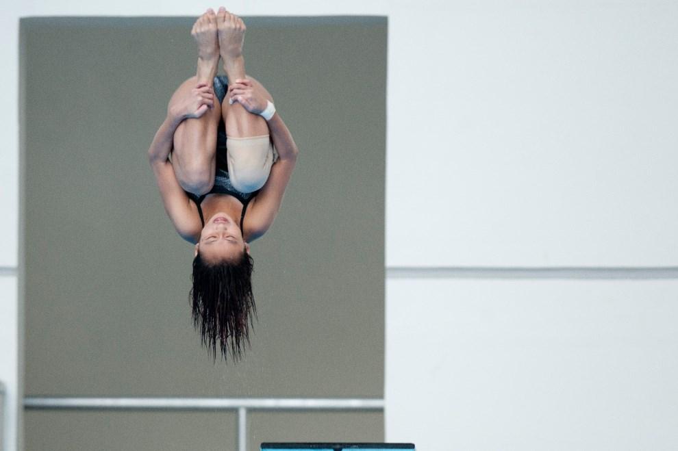 28.MJANMA, Naypyidaw, 18 grudnia 2013: Fong Kay Yian podczas skoku do wody na zawodach  SEA Games. AFP PHOTO / YE AUNG THU