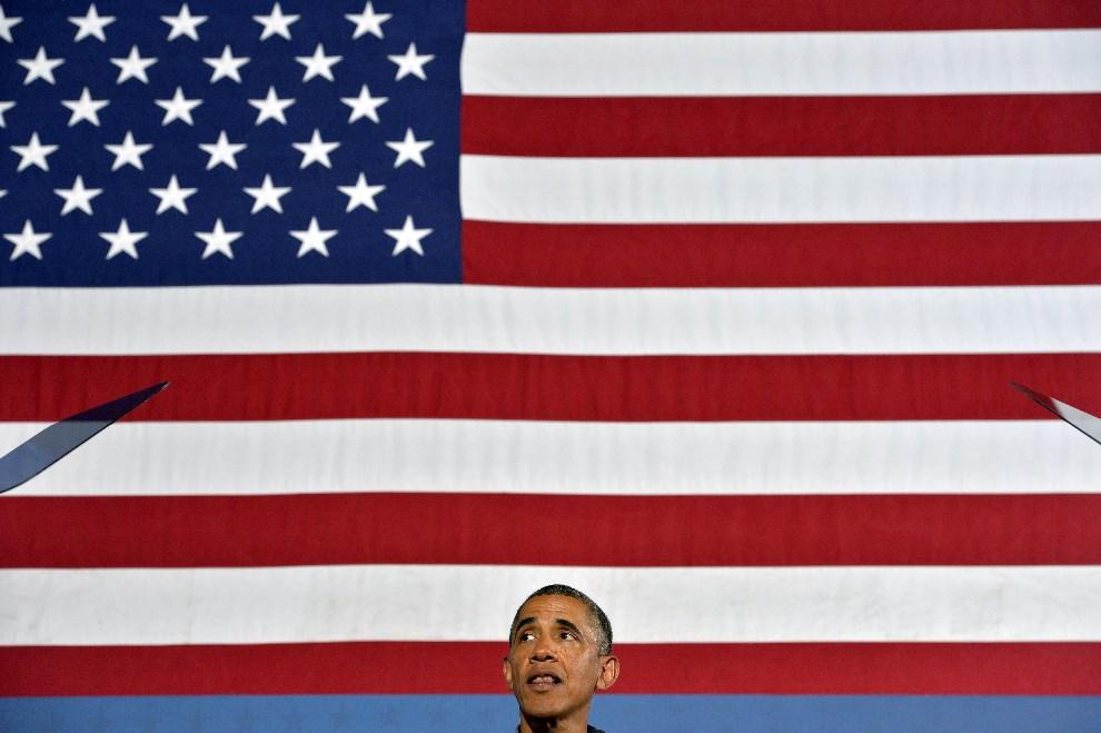 33.USA, Syracuse, 22 sierpnia 2013: Barack Obama podczas wystąpienia w Henninger High School. AFP Foto: /Jewel Samad