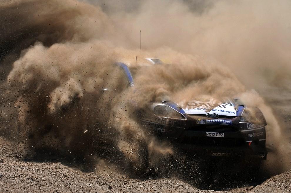 37.GRECJA, Loutraki, 2 czerwca 2013: Załoga Thierry Neuville / Nicolas Gilsoul w samochodzie Ford Fiesta RS WRC. AFP FOTO: / VALERIE GACHE