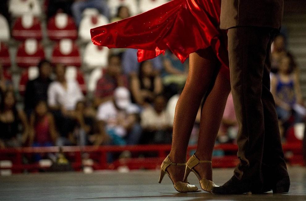 38.KOLUMBIA, Medellín, 21 czerwca 2013: Para tańcząca tango podczas mistrzostw świata. AFP FOTO:  / Raul ARBOLEDA