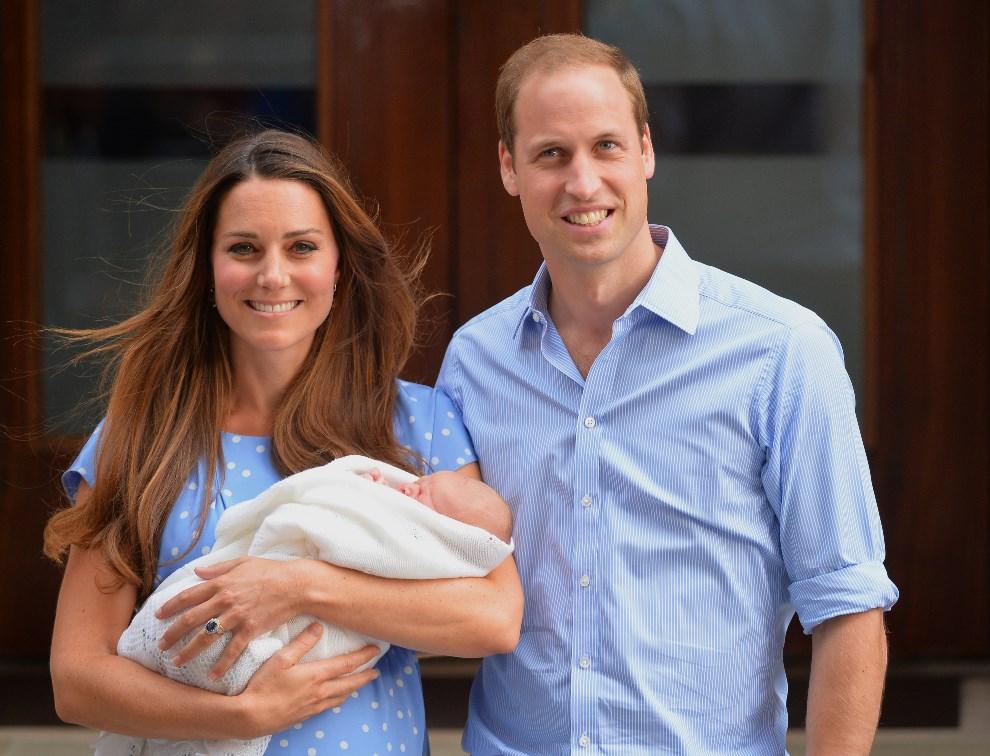 3.WIELKA BRYTANIA, Londyn, 23 lipca 2013: Książe William z żoną prezentują swojego potomka. AFP FOTO:  / LEON NEAL