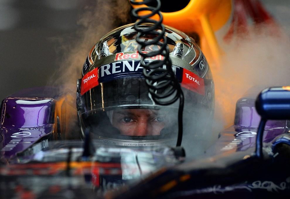 40.USA, Austin, 16 listopada 2013: Bolid Sebastiana Vettela chłodzony suchym lodem. AFP Photo/Jewel Samad