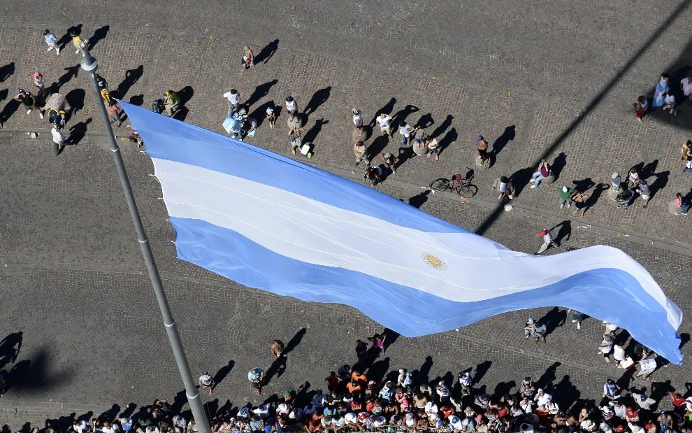 10.ARGENTYNA, Rosario, 4 stycznia 2014: Argentyńscy kibice na starcie Dakaru. AFP PHOTO / POOL / FRANCK FIFE