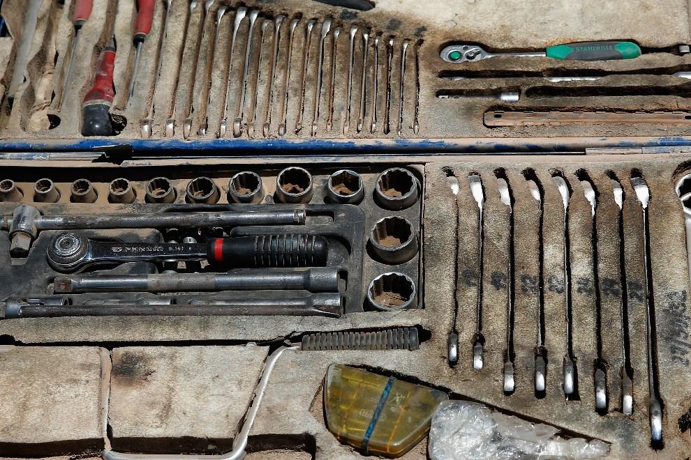 14.CHILE, Iquiqe, 15 stycznia 2014: Zestaw narzędzi załogi  Andrey Karginov, Andrey Mokeev i Igor Devyatkin. (Foto: Dean Mouhtaropoulos/Getty Images)