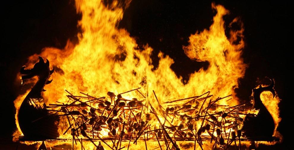 26.WIELKA BRYTANIA, Londyn, 31 stycznia 2006: Płonący drakkar w Londynie. AFP