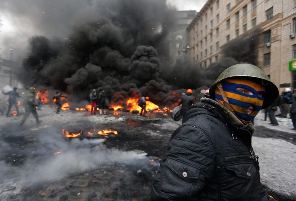 26.UKRAINA, Kijów, 22 stycznia 2014: Walki w centrum Kijowa. EPA/MAKSIM MARUSENKO Dostawca: PAP/EPA.
