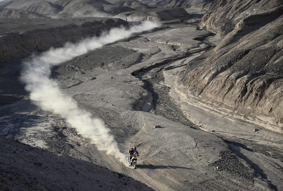 27.CHILE, Iquique, 14 stycznia 2014: Marc Coma na trasie 9 etapu Rajdu. AFP PHOTO / FRANCK FIFE