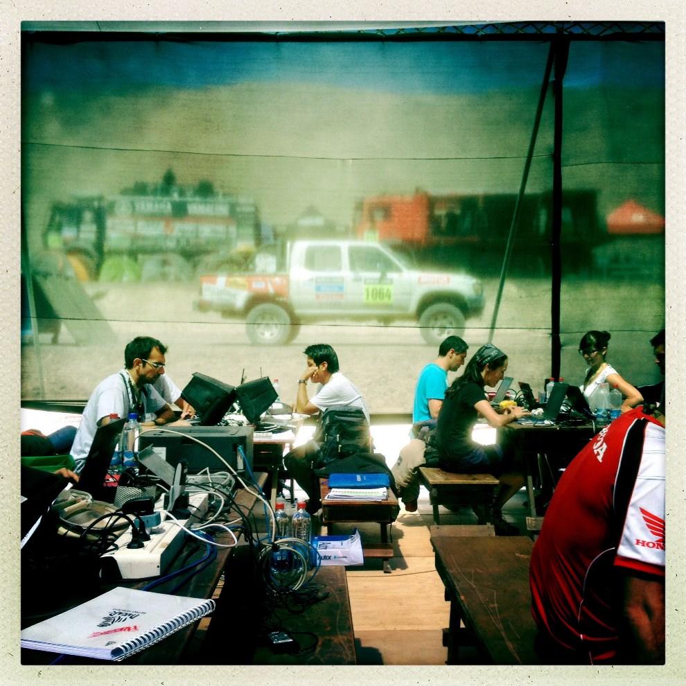 2.CHILE, Iquique , 14 stycznia 2014: Centrum prasowe w strefie serwisowej. AFP PHOTO / FRANCK FIFE