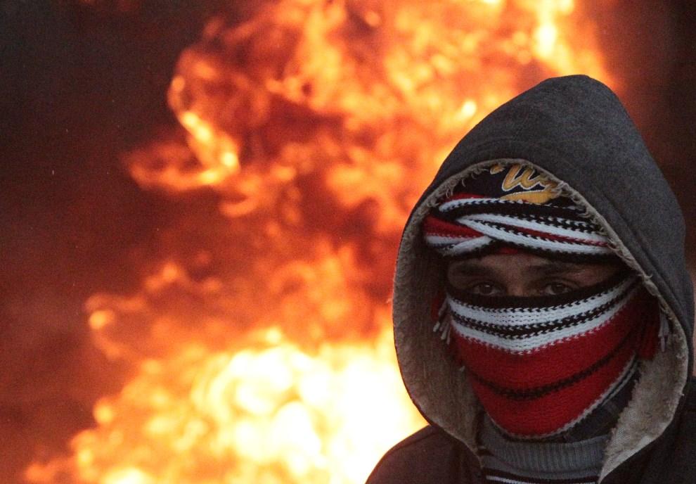 6.ZACHODNI BRZEG, Silwad, 10 stycznia 2014: Palestyńczyk, uczestnik antyizraelskich protestów. AFP PHOTO / ABBAS MOMANI