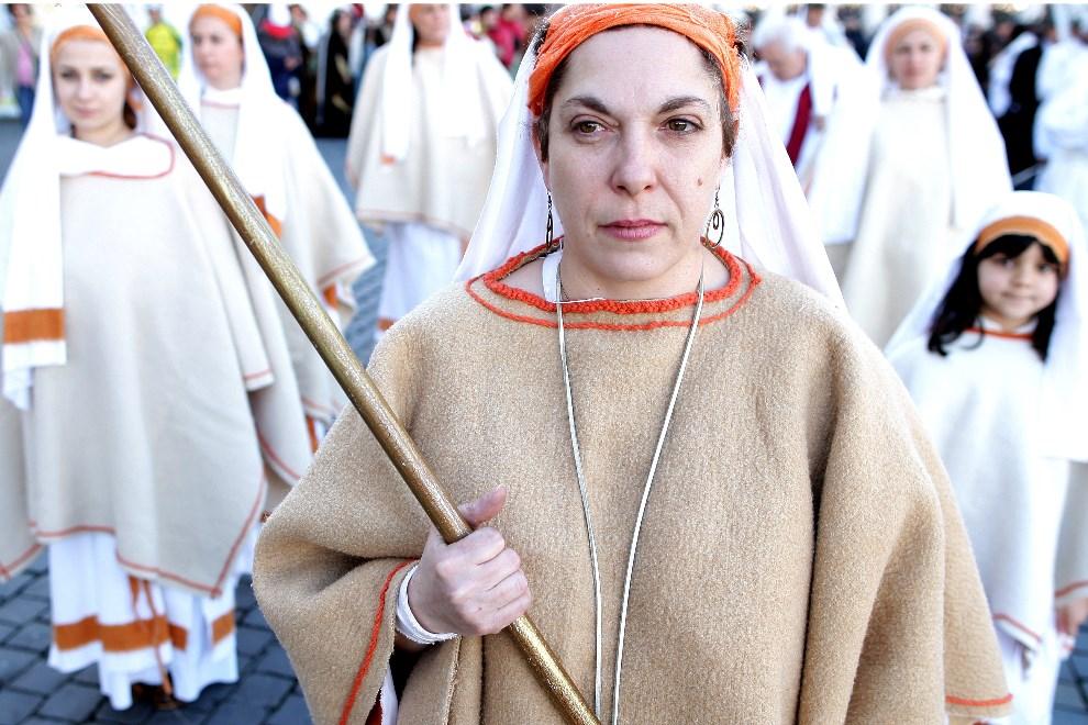 6.WATYKAN, 6 stycznia 2014: Pielgrzymi zebrani na Placu św. Piotra. (Foto: Franco Origlia/Getty Images)