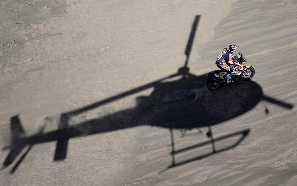 9.CHILE, Iquique, 14 stycznia 2014: Hiszpan Marc Coma na swoim KTM. AFP PHOTO / FRANCK FIFE