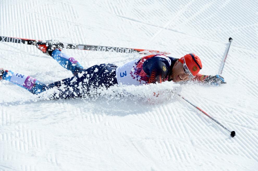 10.ROSJA, Krasna Polana, 23 lutego 2014: Alexander Legkov po zwycięstwie w wyścigu na dystansie 50km. AFP PHOTO / KIRILL KUDRYAVTSEV