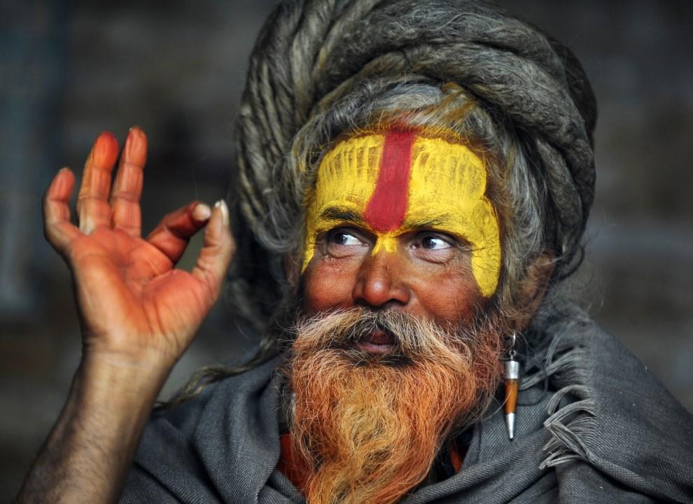 11.NEPAL, Katmandu, 27 lutego 2014: Sadhu podczas święta Maha Shivaratri. AFP PHOTO/Prakash MATHEMA