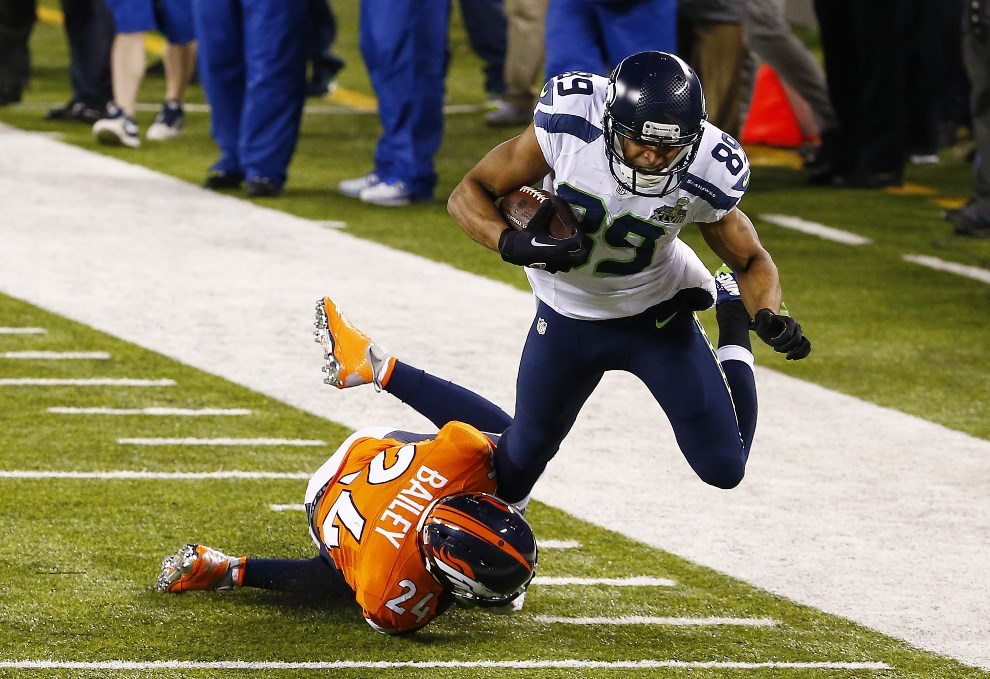 12.USA, East Rutherford, 2 lutego 2014: Doug Baldwin z Seattle Seahawks stara się utrzymać na nogach. (Foto: Tom Pennington/Getty Images)