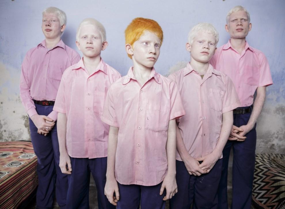 16.INDIE, Vivekananda Pally, 25 września 2013: Niewidomi chłopcy, albinosi, sfotografowani w szkole dla niewidomych. EPA/BRENT STIRTON / GETTY IMAGES Dostawca:   PAP/EPA.
