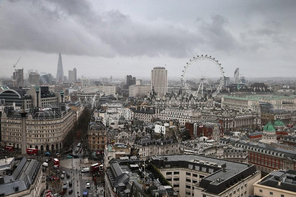 17. WILKA BRYTANIA, Londyn, 6 lutego 2014: Panorama Londynu podczas deszczowego dnia. (Foto: Chris Jackson/Getty Images)