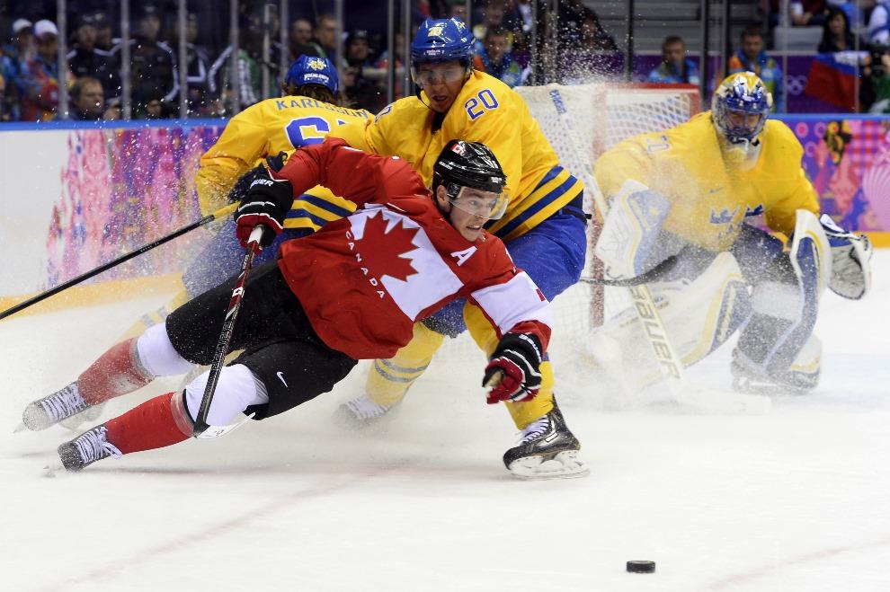 19.ROSJA, Soczi, 23 lutego 2014: Mecz finałowy zespołów z Kanady i Szwecji. AFP PHOTO / JONATHAN NACKSTRAND