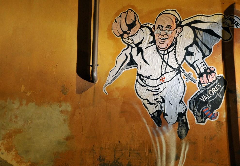 """1. WŁOCHY, Rzym, 28 stycznia 2014: Mural przedstawiający lecącego Franciszka z teczką """"wartości"""". AFP PHOTO / TIZIANA FABI"""