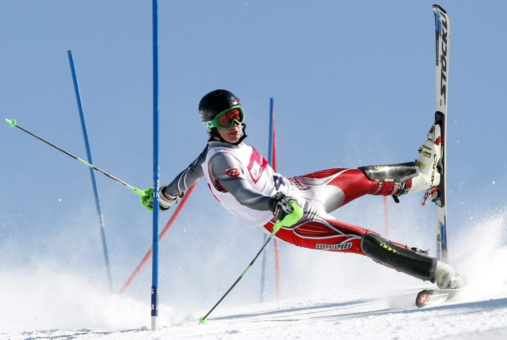 20.POLSKA, Szczyrk, 14 lutego 2013: Jeden z uczestników zawodów narciarskich na trasie przejazdu. EPA/ANDRZEJ GRYGIEL / PAP Dostawca: PAP/EPA.