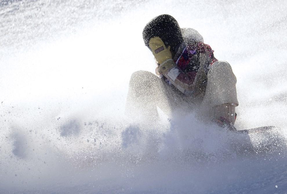 22. ROSJA, Rosa Khutor, 6 lutego 2014: Amerykanka Jessika Jenson upada w trkacie przejazdu kwalifikacyjnego. AFP PHOTO / JAVIER SORIANO