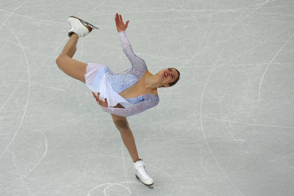 26.ROSJA, Soczi, 19 lutego 2014:  Włoszka Carolina Kostner podczas występu. AFP PHOTO / DAMIEN MEYER