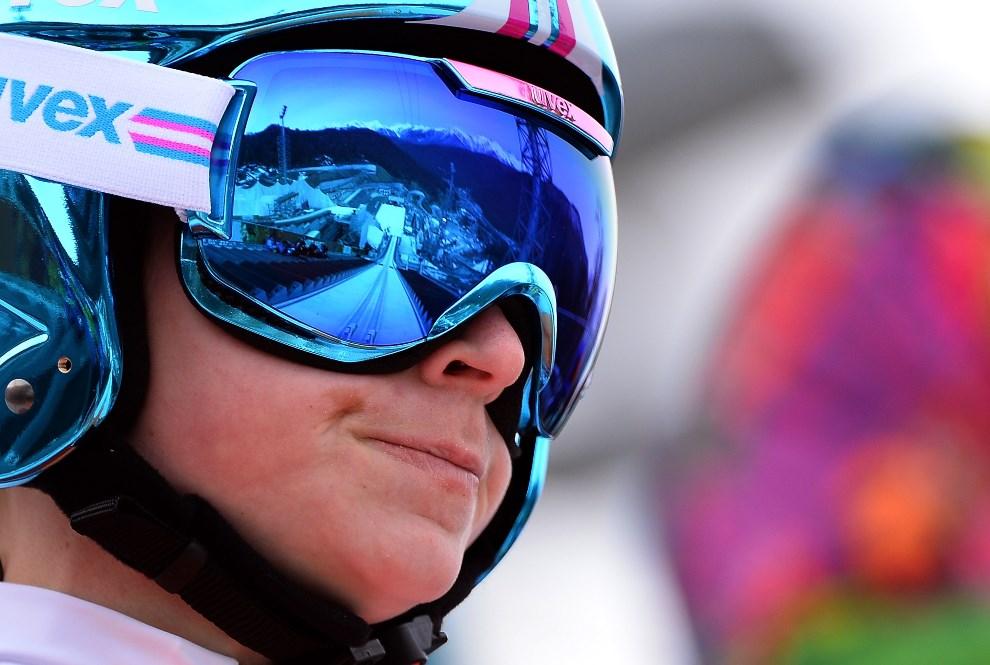 26.ROSJA, Soczi, 9 lutego 2014: Słowenka Spela Gogelj spogląda na rozbieg skoczni. (Foto: Lars Baron/Getty Images)