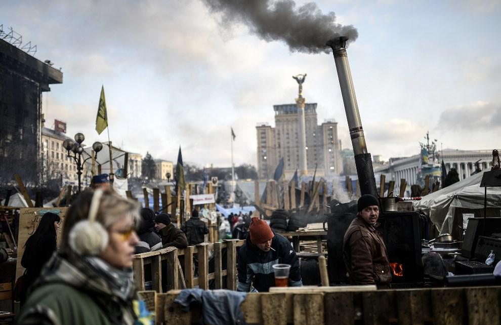 27.UKRAINA, Kijów, 24 lutego 2014: Kuchnia polowa na Placu Niepodległości. AFP PHOTO/ BULENT KILIC