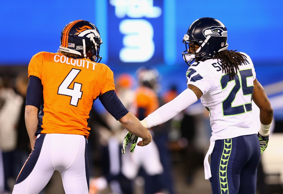 27.USA, East Rutherford, 2 lutego 2014: Britton Colquitt z Denver Broncos i Richard Sherman z Seattle Seahawks. (Foto: Elsa/Getty Images)