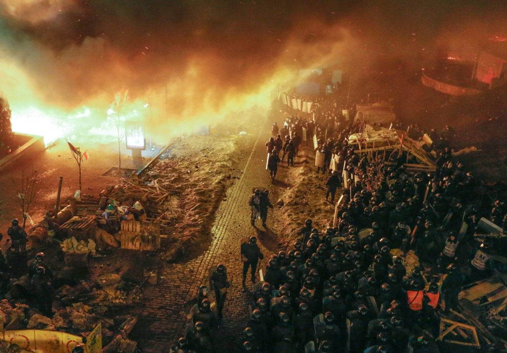 27.UKRAINA, Kijów, 19 lutego 2014: Oddział milicji w pobliżu Placu Niepodległości. EPA/SERGEY DOLZHENKO Dostawca: PAP/EPA.