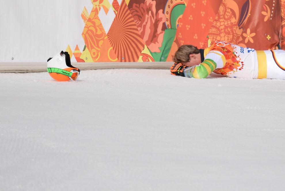 29.ROSJA, Krasna Polana, 19 lutego 2014: Niemiec Stefan Luitz na mecie Super G. AFP PHOTO / DIMITAR DILKOFF