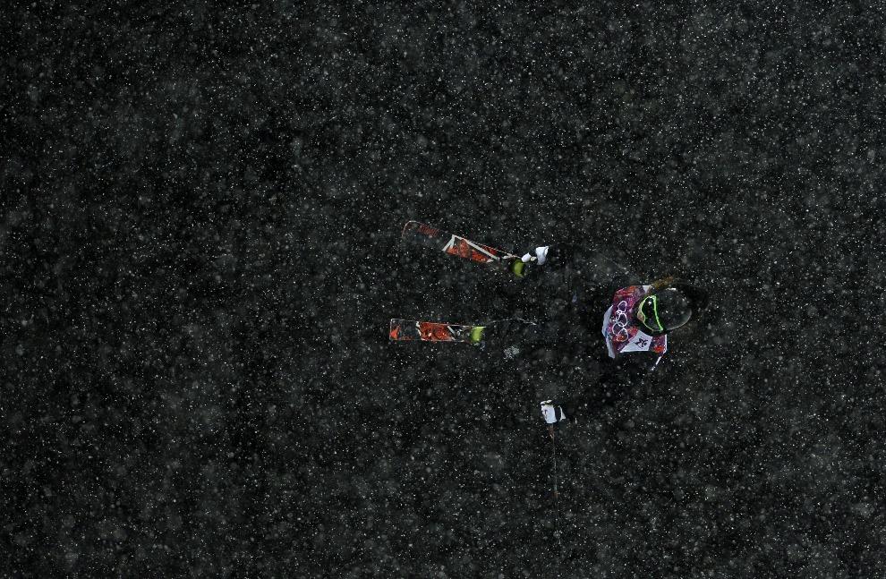 2.ROSJA, Krasna Polana, 18 lutego 2014: Beau-James Wells podczas przejazdu finałowego. AFP PHOTO / FRANCK FIFE
