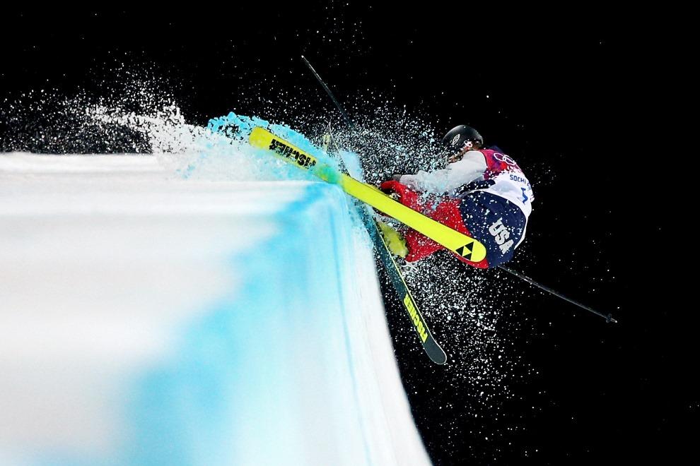 3.ROSJA, Krasna Polana, 20 lutego 2014: Amerykanka Annalisa Drew rozbija się krawędź rynny. (Foto: Cameron Spencer/Getty Images)