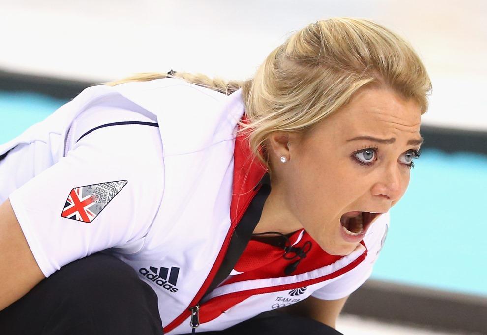 4. ROSJA, Soczi, 17 lutego 2014: Anna Sloan podczas meczu curlingu pomiędzy zespołami Wielkiej Brytanii i Rosji. (Foto: Ryan Pierse/Getty Images)