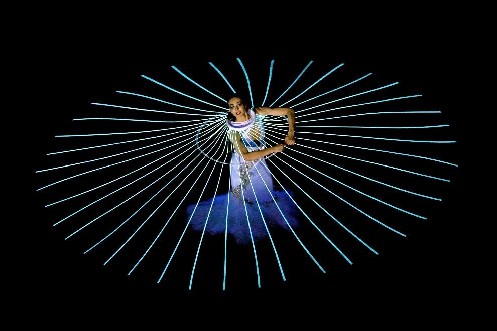 5.ROSJA, Soczi, 7 lutego 2014: Baletnica, Diana Wiszniowa, tańczy podczas ceremonii otwarcia. (Foto: Bruce Bennett/Getty Images)