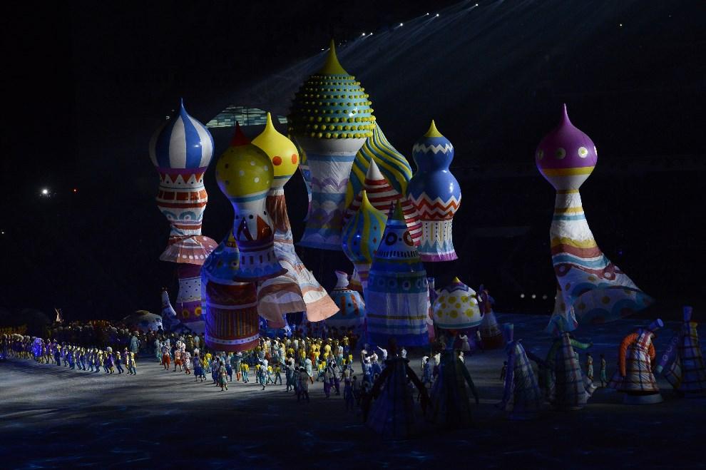 7.ROSJA, Soczi, 7 lutego 2014: Występy uświetniające uroczystości otwarcia. AFP PHOTO / JONATHAN NACKSTRAND