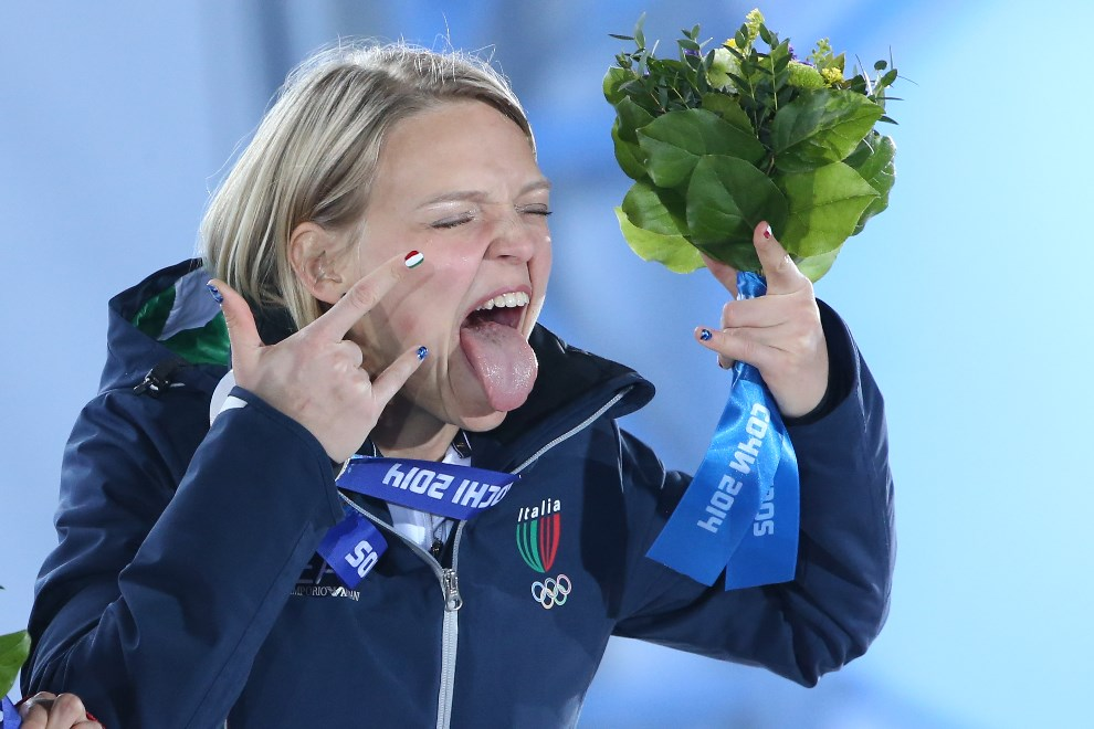 9. ROSJA, Soczi, 13 lutego 2014: Włoszka Arianna Fontana cieszy się ze srebrnego medalu w short-tracku. AFP PHOTO / LOIC VENANCE