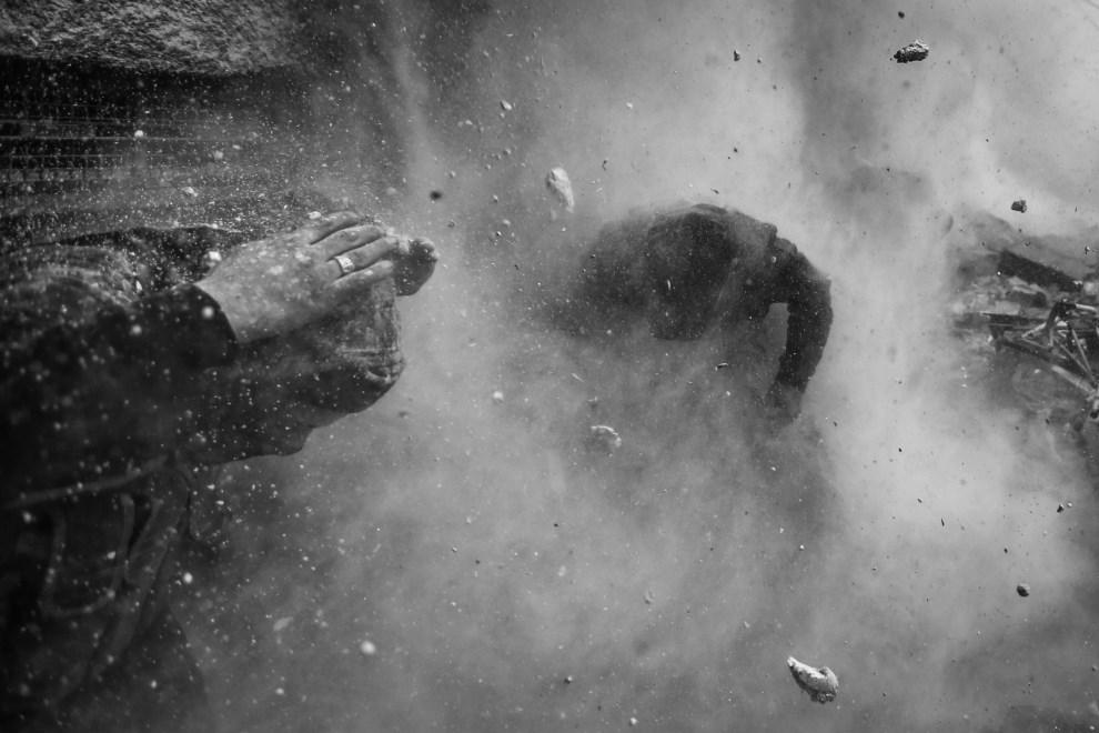 9.SYRIA, Damaszek, 30 stycznia 2013: Pozycja rebeliantów ostrzelana przez rzez rządowe czołgi. EPA/GORAN TOMASEVIC / REUTER.