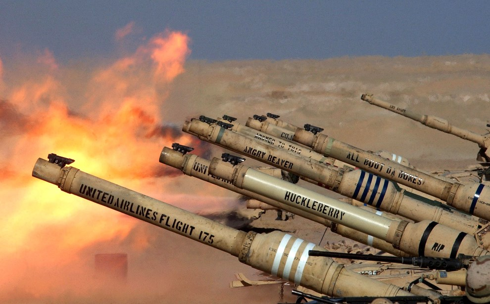"""10.KUWEJT, 6 lutego 2003: """"Ostre strzelanie"""" przy granicy z Irakiem. (Foto: Scott Nelson/Getty Images)"""