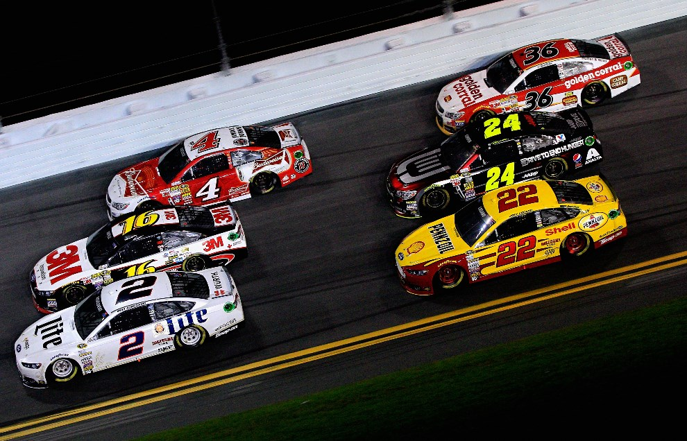 12.USA, Daytona Beach, 23 lutego 2014: Na zdjęciu: Brad Keselowski (#2 Miller Lite Ford), Greg Biffle (#16 3M Ford), Kevin Harvick (#4 Budweiser Chevrolet) , Joey   Logano (#22 Shell-Pennzoil Ford), Jeff Gordon (#24 Drive To End Hunger Chevrolet), Reed Sorenson (#36 Golden Corral Chevrolet). (Foto: Sean Gardner/Getty Images)