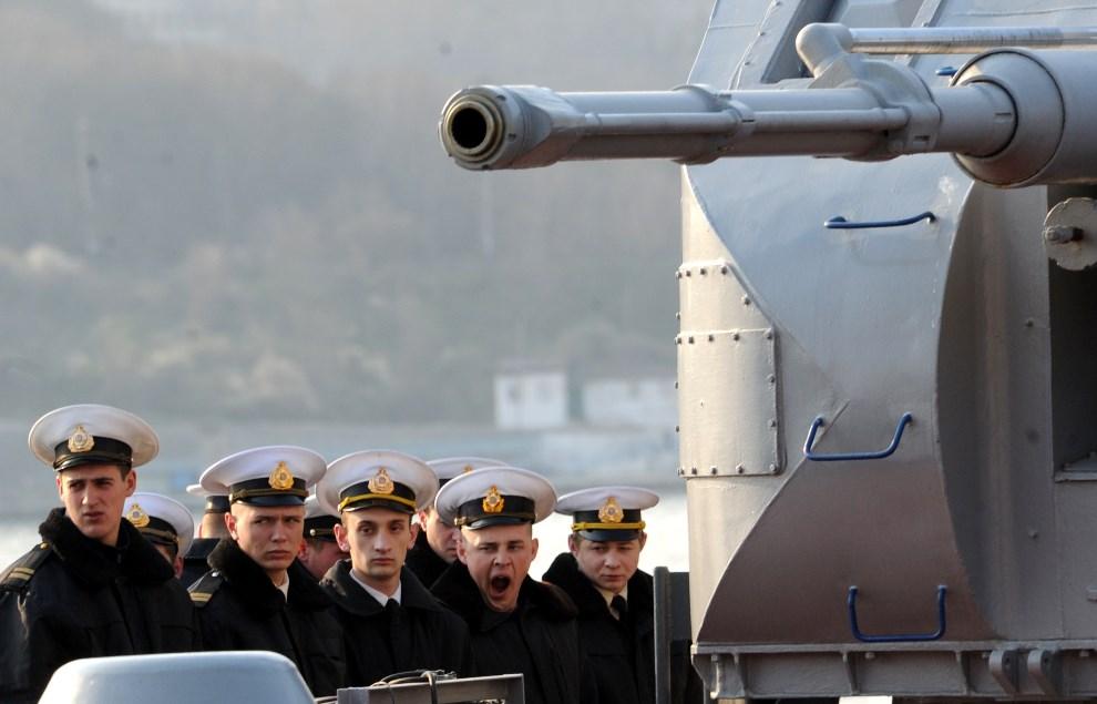 12.UKRAINA, Sewastopol, 12 marca 2014: Ukraińska jednostka w Sewastopolskim porcie. AFP PHOTO/ VIKTOR DRACHEV