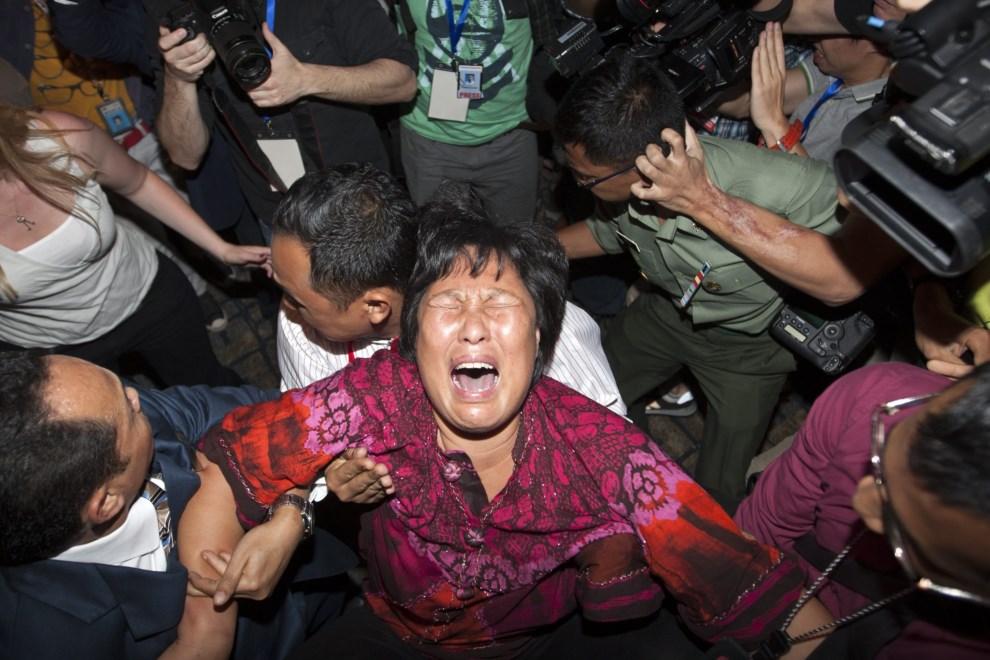 12.MALEZJA, Kuala Lumpur, 19 marca 2014: Rodziny pasażerów zaginionego lotu podczas spotkania z dziennikarzami. EPA/AZHAR RAHIM Dostawca: PAP/EPA.