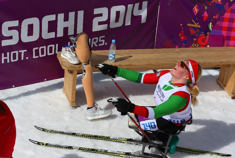 17.ROSJA, Soczi, 16 marca 2014: Białorusinka Valiantsina Shyts na linii mety biegu na dystansie 5 km. (Foto: Ronald Martinez/Getty Images)