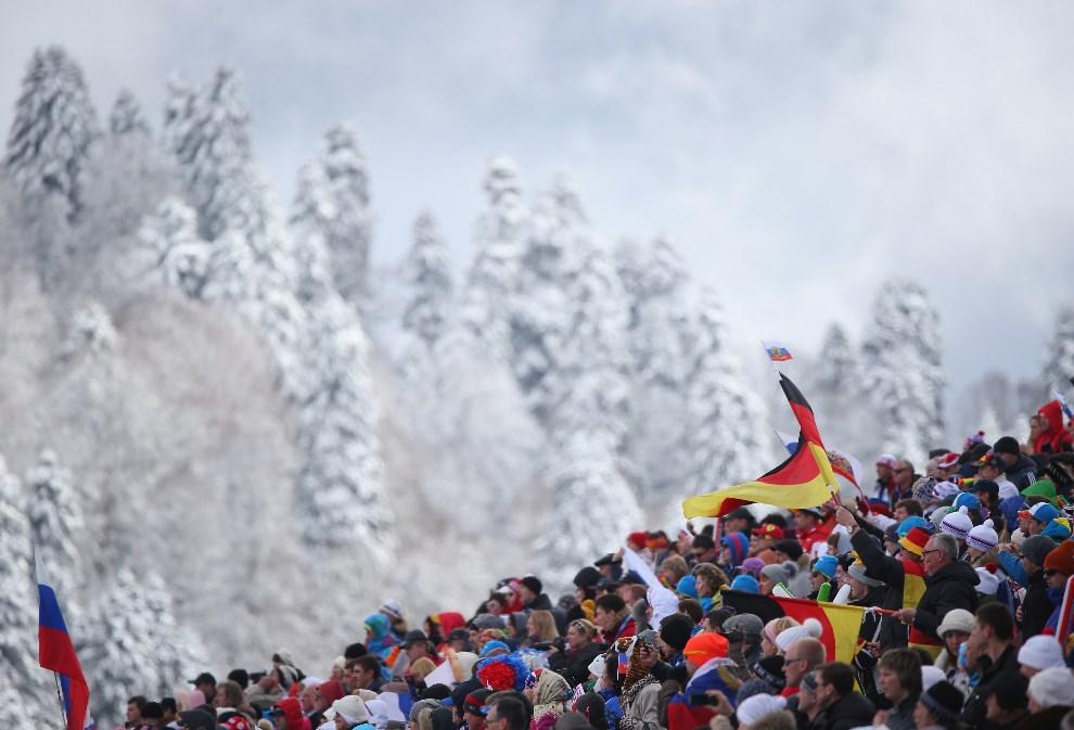 18.ROSJA, Soczi, 16 marca 2014: Kibice zebrani wokół strzelnicy biatlonowej. (Foto: Ronald Martinez/Getty Images)