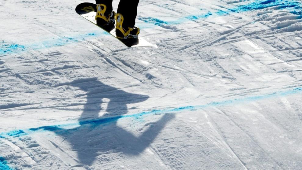 20.ROSJA, Soczi, 13 marca 2014: Snowboardzista podczas treningu. EPA/JULIAN STRATENSCHULTE Dostawca: PAP/EPA.