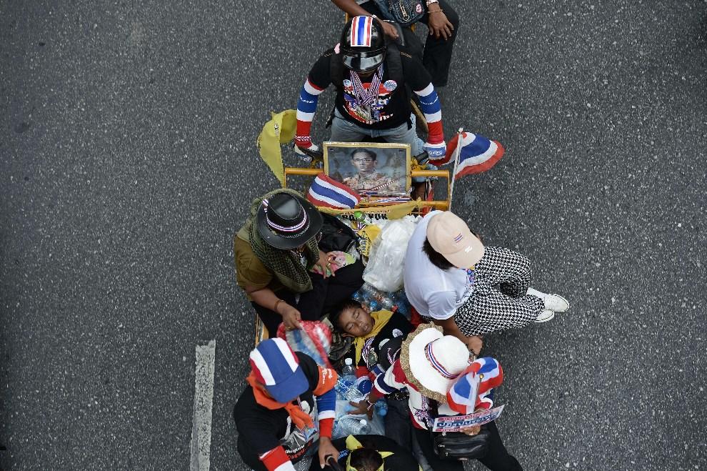 21.TAJLANDIA, Bangkok, 27 marca 2014: uczestnicy antyrządowych demonstracji w Bangkoku. AFP PHOTO/Christophe ARCHAMBAULT