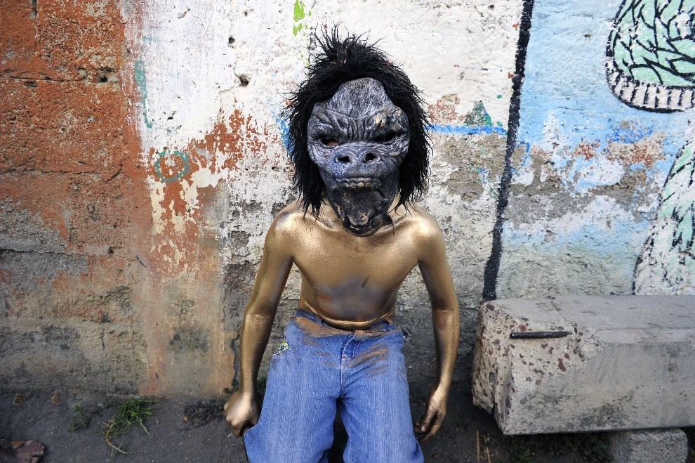 """23.MEKSYK, San Mateo Ozolco, 9 marca 2014: Uczestnik karnawałowej zabawy  """"Los Pintados"""". AFP PHOTO/Alfredo Estrella"""