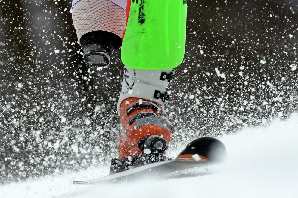 22.ROSJA, Soczi, 13 marca 2014: Kanadyjczyk Matt Hallat na trasie slalomu alpejskiego. AFP PHOTO/KIRILL KUDRYAVTSEV