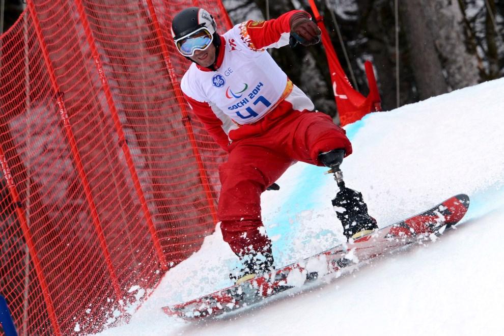 23.ROSJA, Soczi, 14 marca 2014: Rosjanin Aleksandr Ilinov podczas zawodów. AFP PHOTO/KIRILL KUDRYAVTSEV