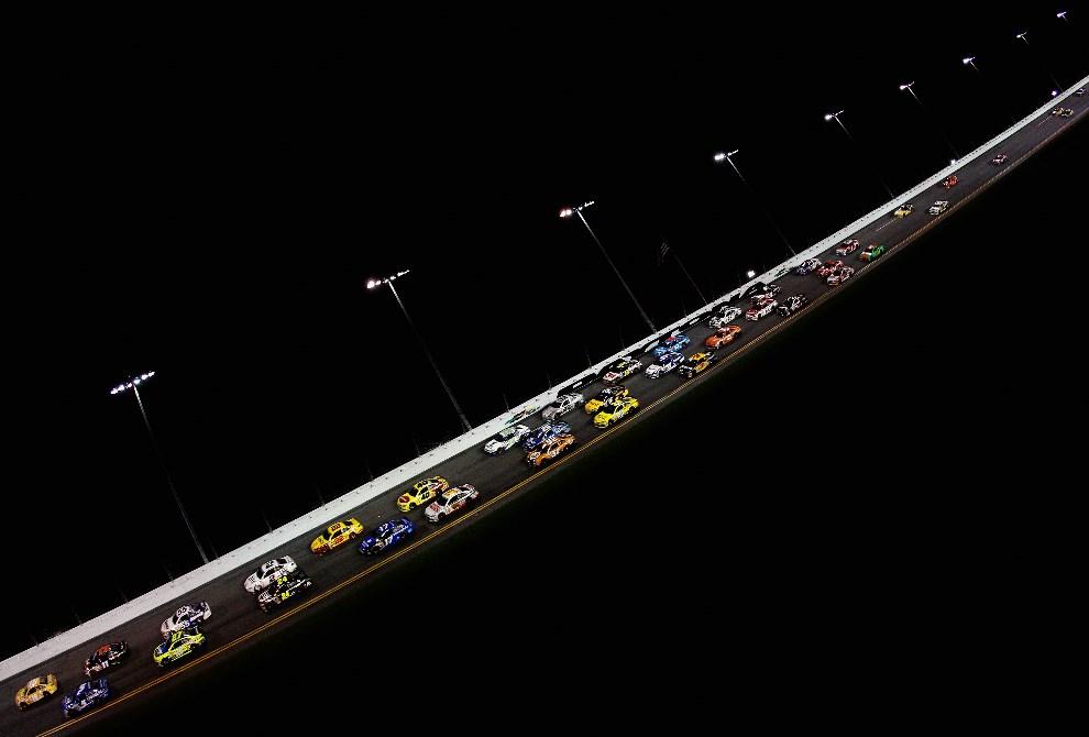 23.USA, Daytona Beach, 23 lutego 2014: Pełna stawka samochodów na torze w Daytona Beach. (Foto: Sean Gardner/Getty Images)