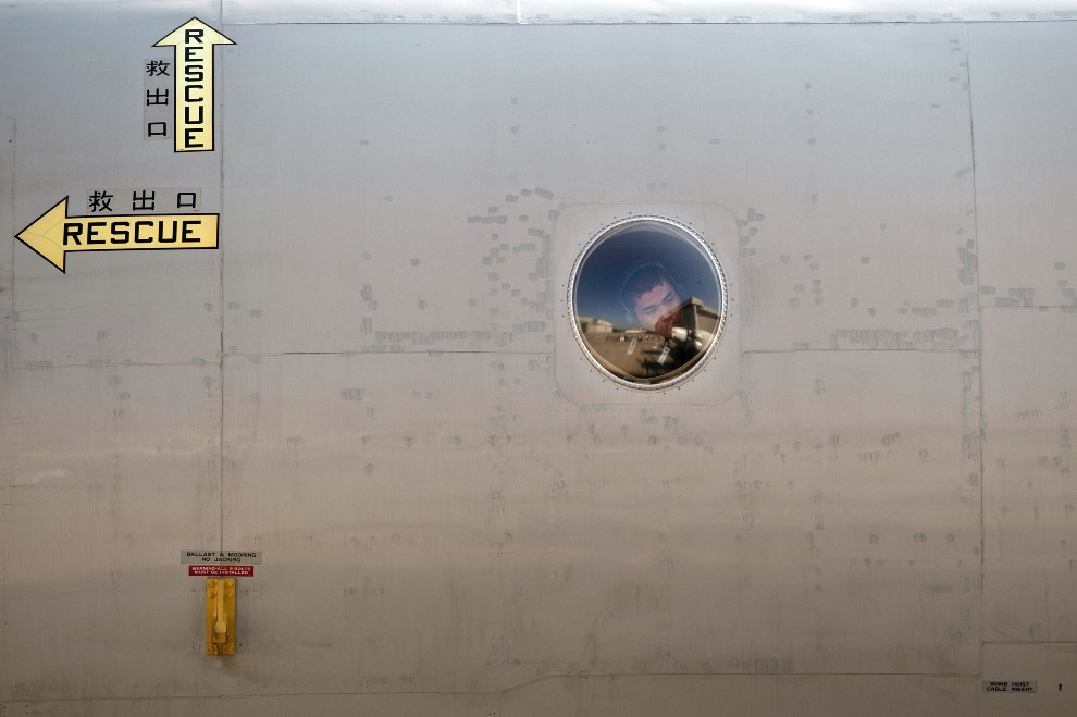 23.MALEZJA, Subang, 23 marca 2014: Japońska maszyna ratownicza startująca z bazy lotniczej w Subang. AFP PHOTO / MOHD RASFAN